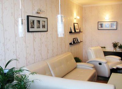 Белые обои для стен в интерьере