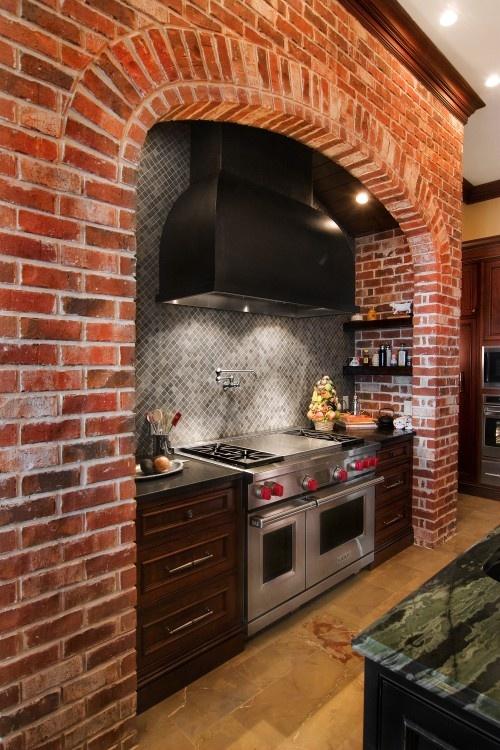 74 стильные кухни с кирпичными стенами