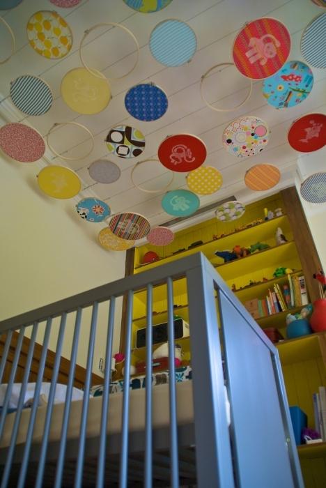 Украшаем потолок в детской комнате