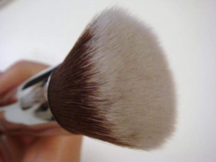 Кисти кабуки. Кисти для макияжа. Профессиональные кисти для макияжа