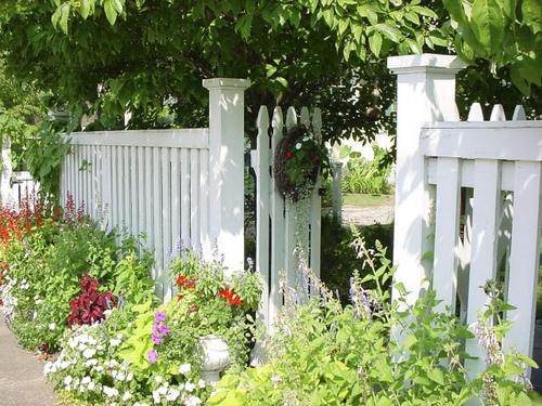 Заборчик для палисадника. Декоративные заборчики. Пластиковые заборчики