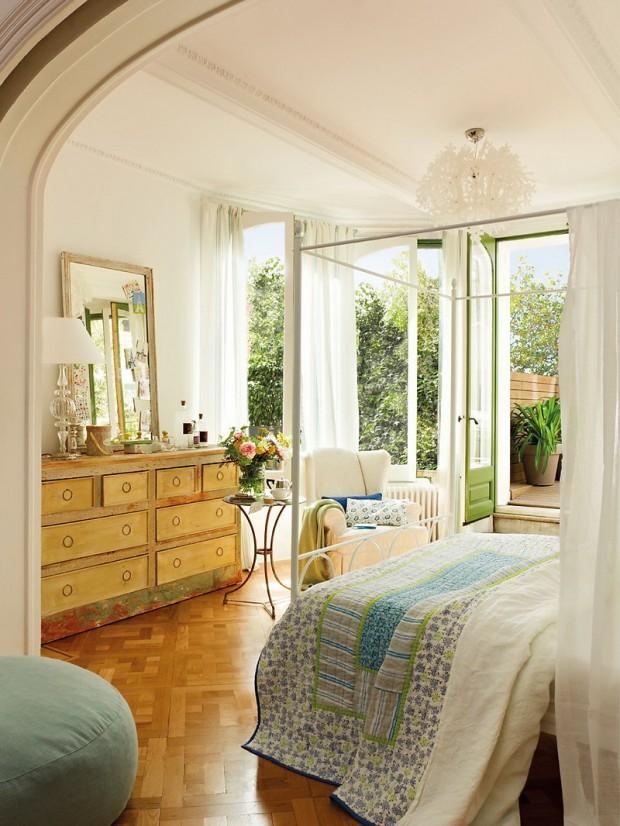 Романтический фотодизайн спальни с полукруглыми окнами
