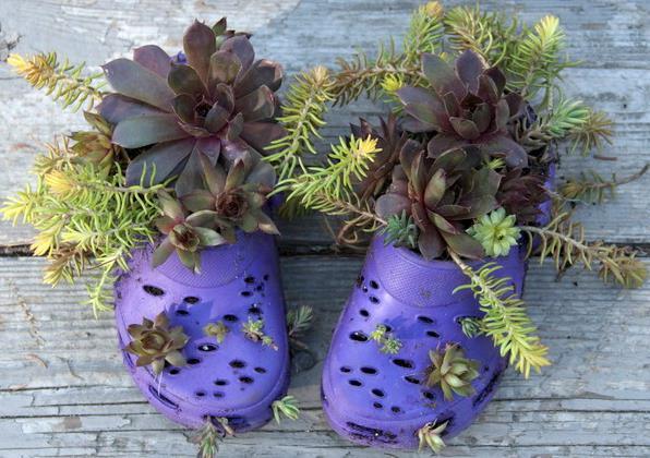 Переделка старого: горшки для того чтобы цветов изо старой обуви