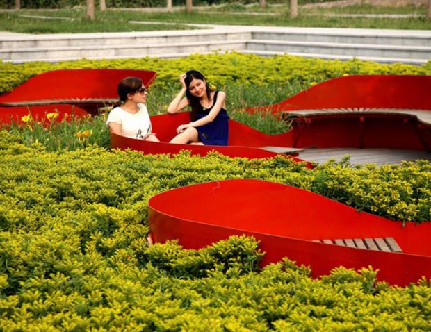 Затонувшие в<br />  саду скамейки